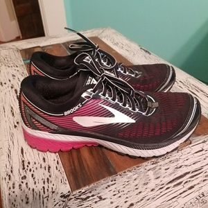 Brooks Ghost Tennis Shoes